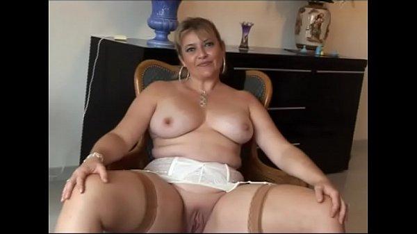 Francesa madura com peitões grandes faz um casting porno