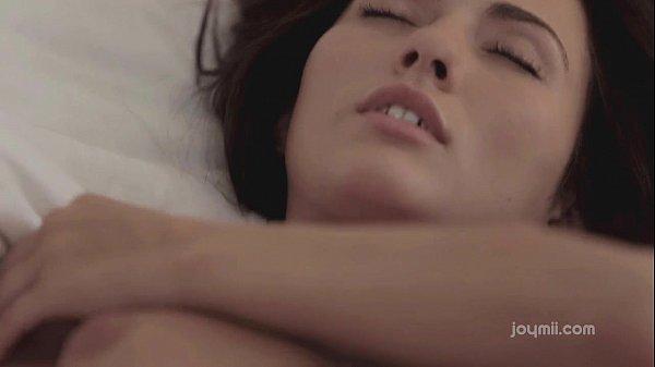 Orgasmo sensual de uma linda morena