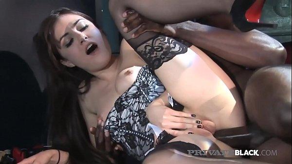 Sasha Grey submetida a dois pervertidos africanos